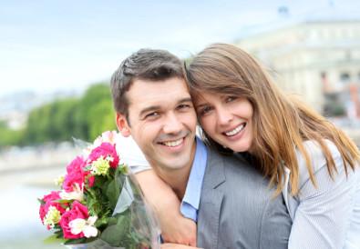 Offrir-des-fleurs-un-homme