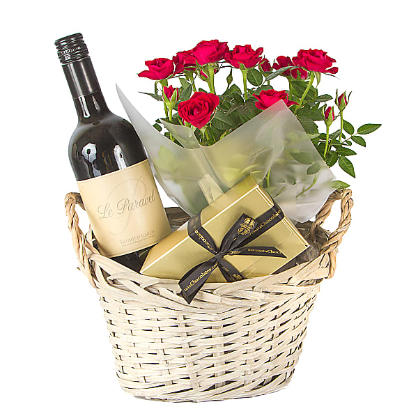 Red wine gift basket for a couple