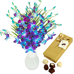Flower bouquet Blue Dendrobium with Chocolates