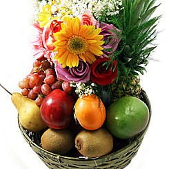 Flower bouquet Classic Fruit Basket