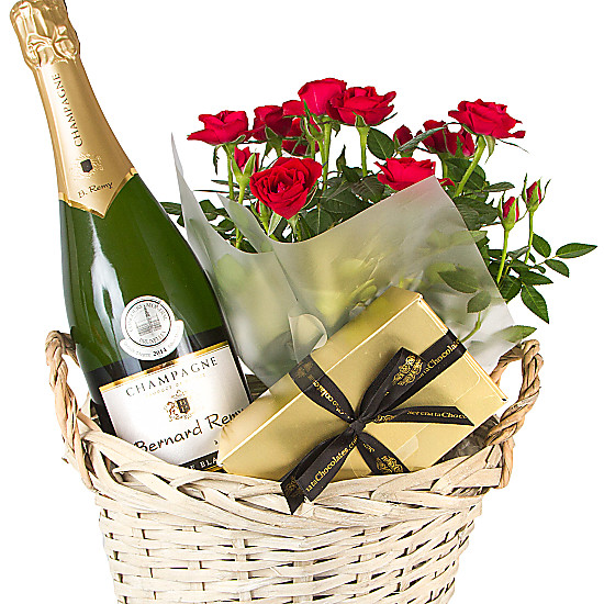 FTD offers same-day gift basket delivery, which is the perfect solution for your last-minute gift shopping. Order your next gift through FTD and have your gift baskets delivered in a timely manner. We know you and the recipient will be thrilled with the result!