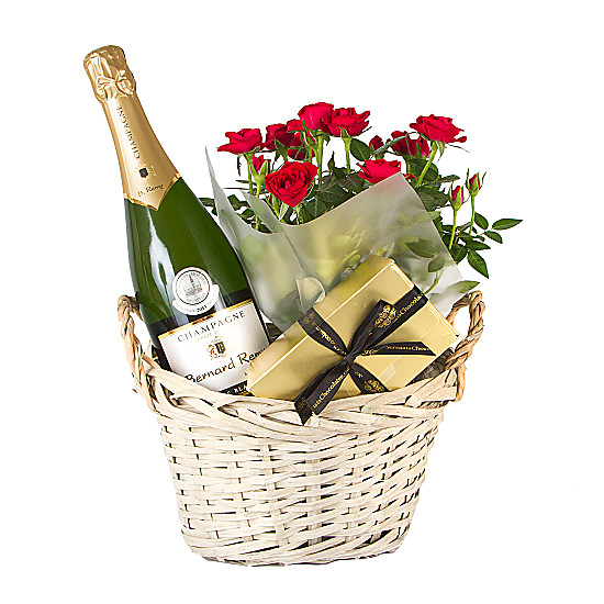 Serenata Flowers Champagne Gift Basket Picture